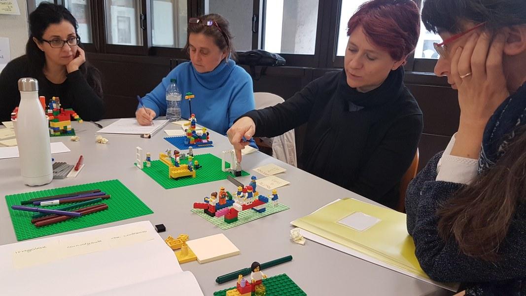 LEGO_Serius_Play_tavolo_lavoro.jpg