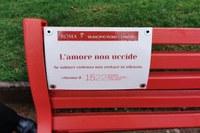 Una panchina contro il silenzio