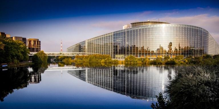 Parlamento2-1050x525.jpg