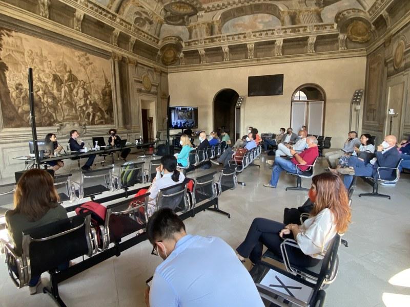 partecipanti in presenza dalla sala degli Anziani Comune di Bologna
